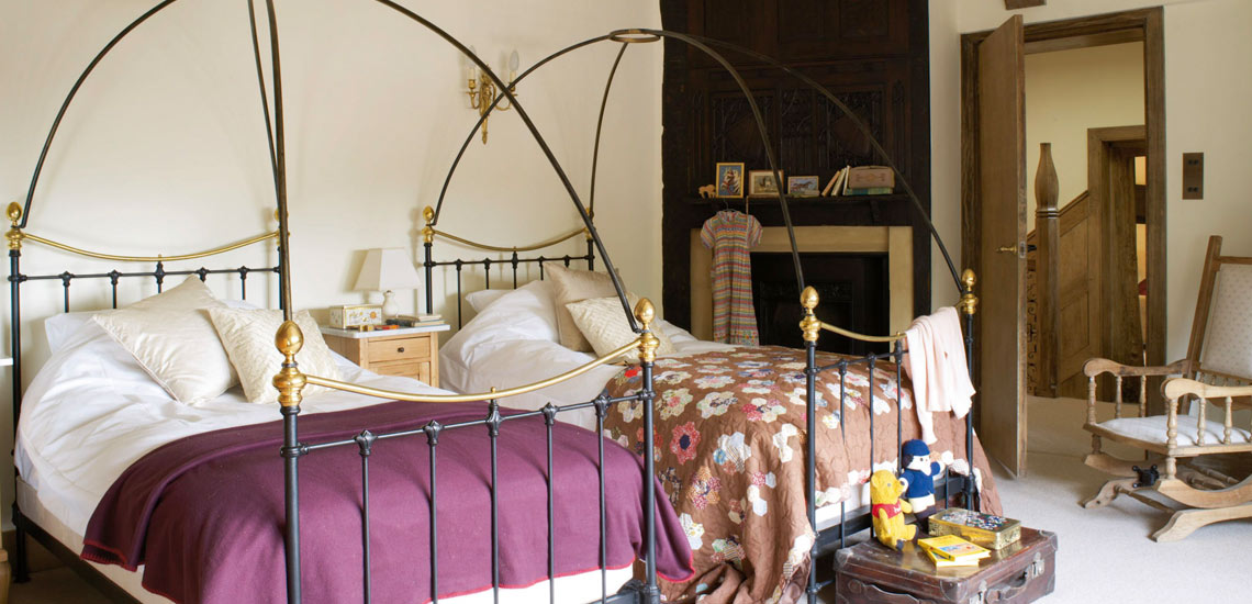 Large And Sumptuously Decorated Double Rooms With Twin Beds
