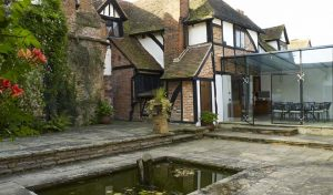 great-tangley-manor-courtyard